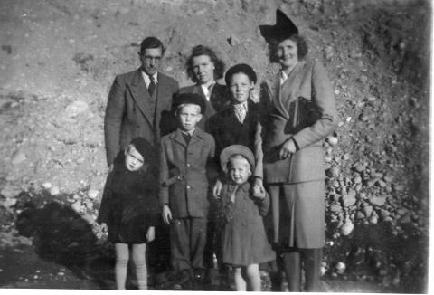 Söndagsvisit med familj och grannfamilj vid Höllebygget
